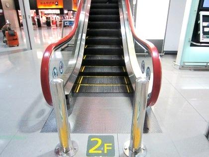 カート進入禁止 関西空港のエスカレーター