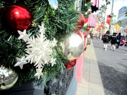 クリスマスツリー 雪の結晶 修学旅行生