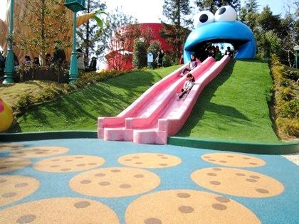 クッキーモンスター・スライド セサミ・セントラルパーク