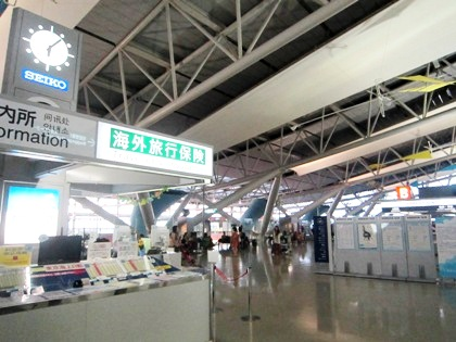 関西空港国際線出発ロビー 海外旅行保険