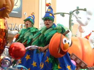 ハロウィンのパレード USJ