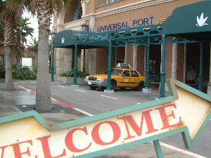 ホテルユニバーサルポート前のオブジェ